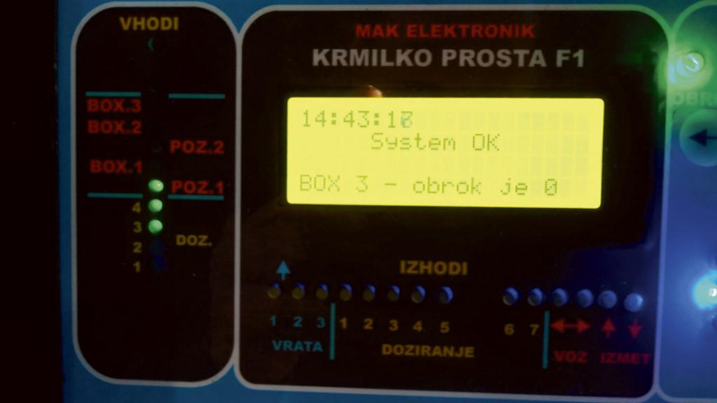 Prikazovalnik delovanja krmilnega avtomata in zagona posameznih motorjev