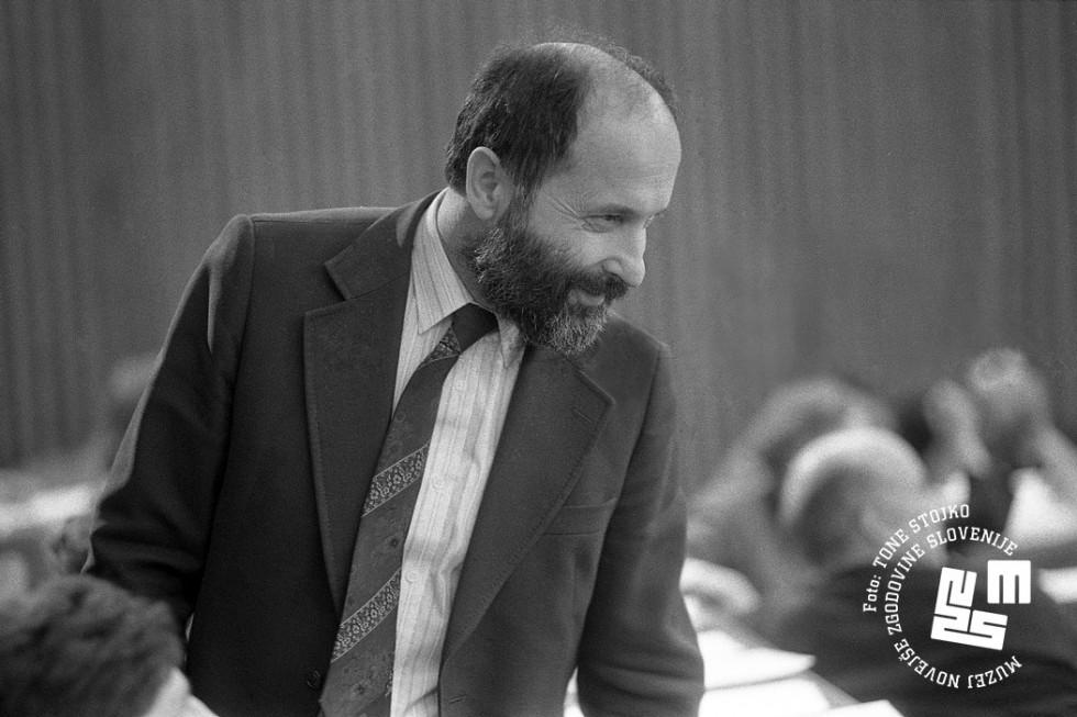 Demosov poslanec Vitomir Gros je bil kritičen do opozicije | Avtor Tone Stojko, hrani: Muzej novejše zgodovine Slovenije