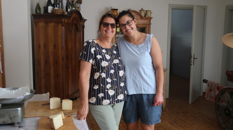 Aleksandra z eno od hčera dvojčič- Leo, na kmetji pomaga tudi Ana, obe sta se odločili, da po srednji šoli v Trstu ostaneta na kmetiji.