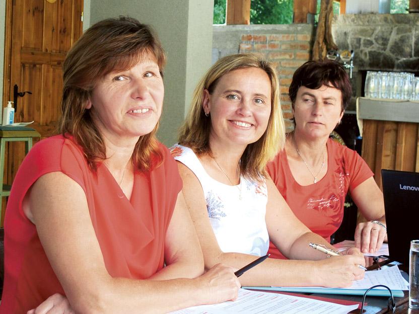 Delovno predsedstvo: Maria Mia Grillc, Tanja Ciperle in Mihaela Stare