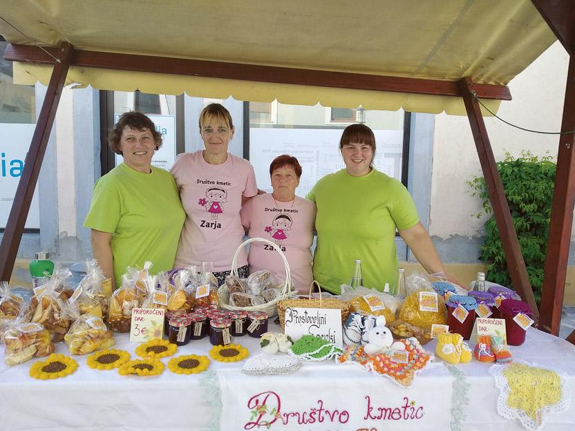 Za Jurjev festival kulinarike in domače obrti v Slovenskih Konjicah smo pripravile domače dobrote in kvačkane izdelke.