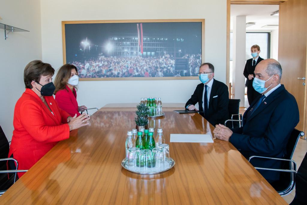 Predsednik vlade Janez Janša na srečanju z izvršno direktorico Mednarodnega denarnega sklada Kristalino Georgievo   Avtor KPV