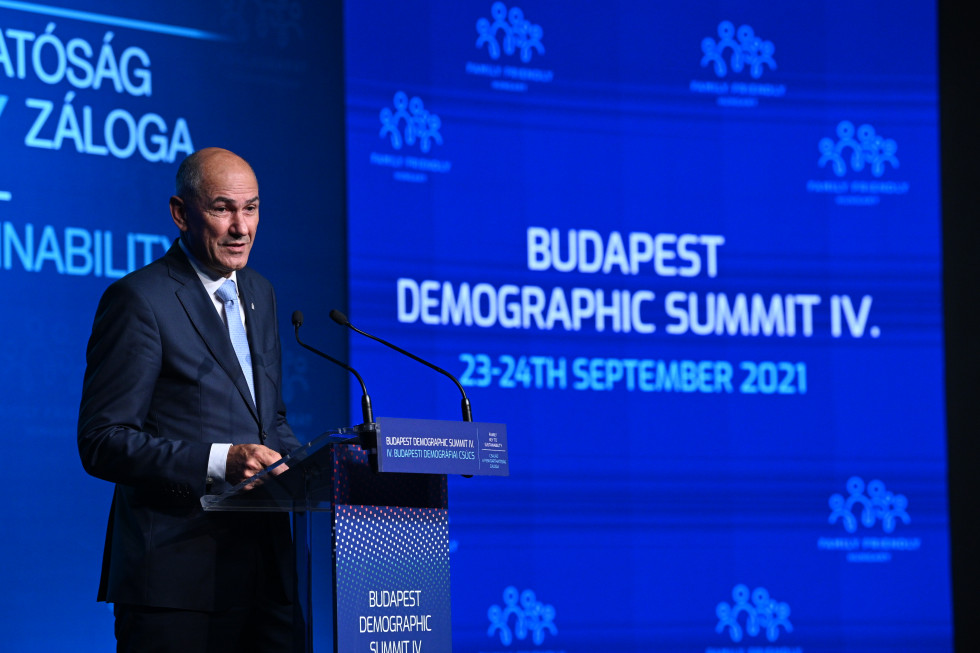 Predsednik vlade Janez Janša na Demografskem vrhu v Budimpešti   Avtor KPV