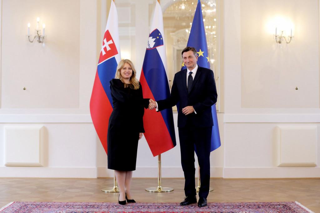 Sogovornika sta ocenila, da njuni dosedanji pogovori izkazujejo visoko stopnjo medsebojnega zaupanja in enakih pogledov na ključne mednarodne izzive. Ob tem je dodal, da sta se s predsednico strinjala, da so odnosi med država prijateljski, brez odprtih vprašanj in da želimo po tej poti nadaljevati. Slovenija in Slovaška sodelujeta v okviru EU in zvezo NATO, kar nas tudi povezuje in hkrati pomeni, da skrbi, ki nas pestijo, lažje naslavljamo, ker smo skupaj.