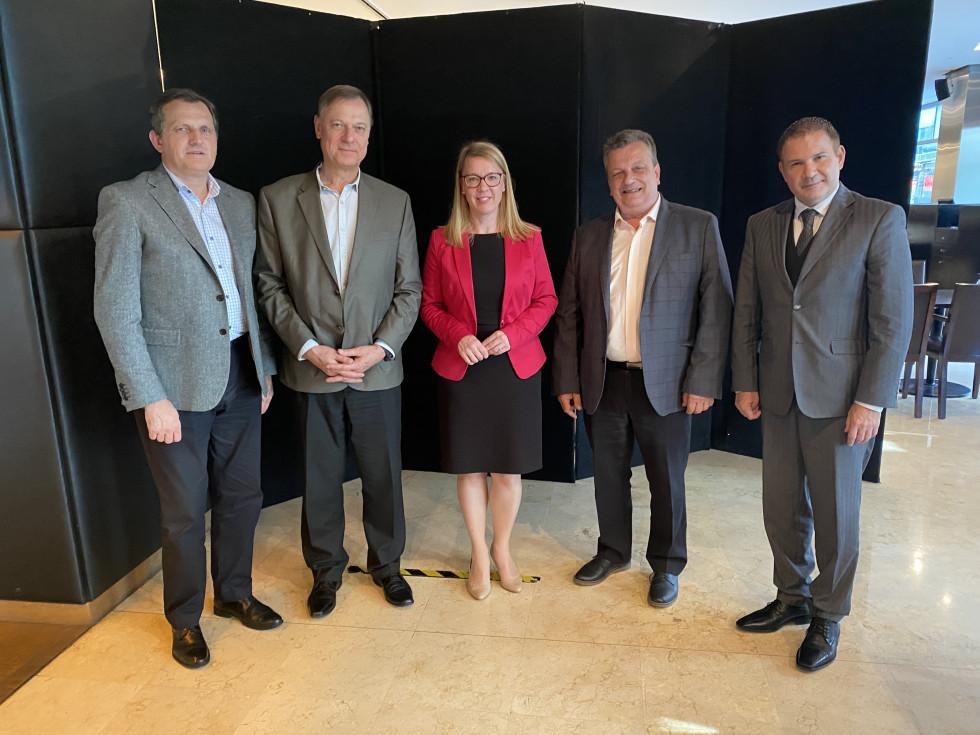 Toni Oblak, Andrej Kocmur, ministrica dr. Helena Jaklitsch, Martin Križ, veleposlanik Alain Brian Bergant   Avtor USZS